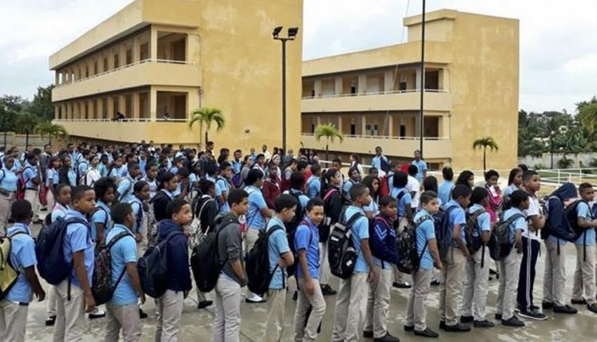 Colegios advierten docencia no podrá ser presencial en agosto