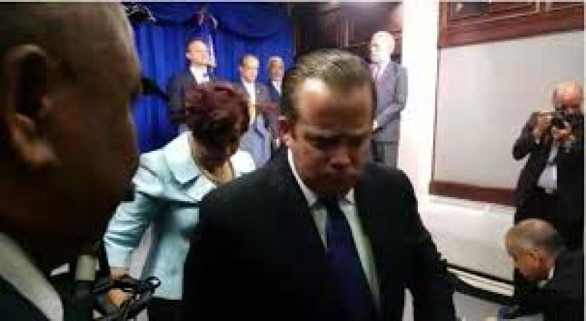 Representantes de oposición abandonan rueda de prensa inconformes con declaraciones del procurador