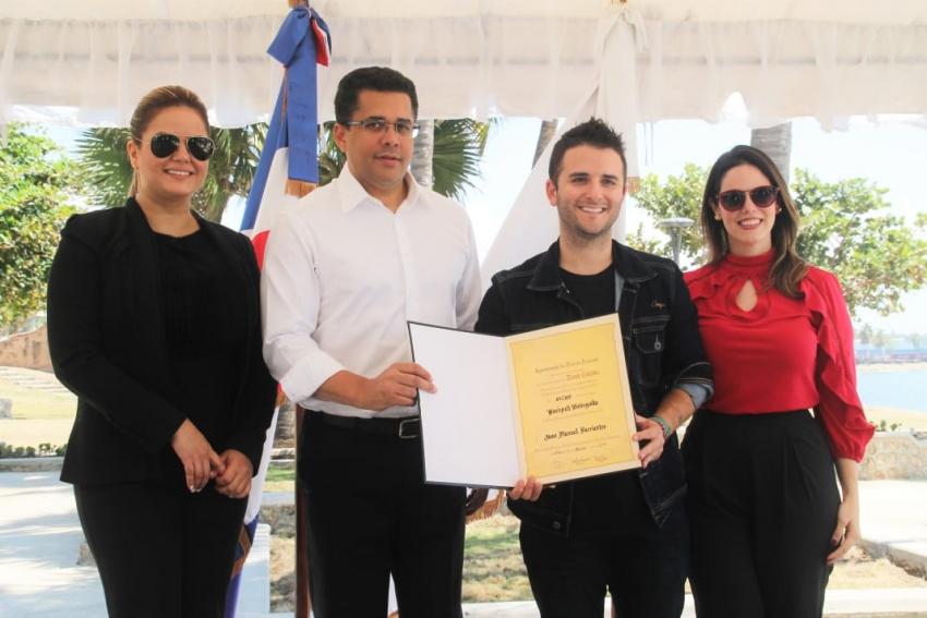 """Alcaldía del DN reconoce como """"Huésped Distinguido"""" al chef, emprendedor  y líder de Paz Juan Manuel Barrientos"""