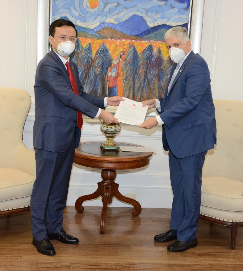 Presidente del Senado de la República recibe visita de cortesía del embajador de la República China Popular Zhang Run