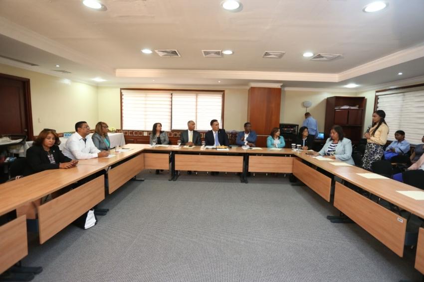 Diputados reciben director del Consejo Nacional de Residencia Médica, trata varios temas