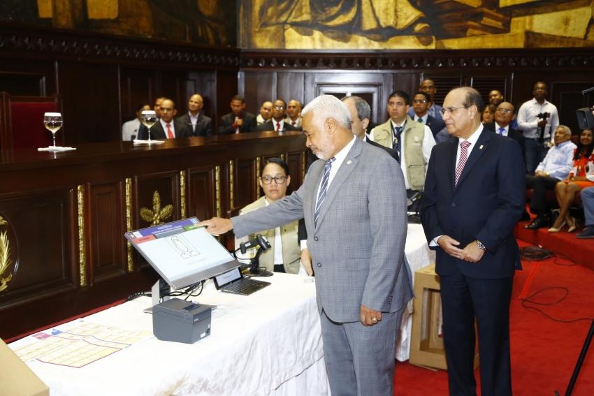 JCE realiza demostración de modelo de voto automatizado en la Cámara de Diputados